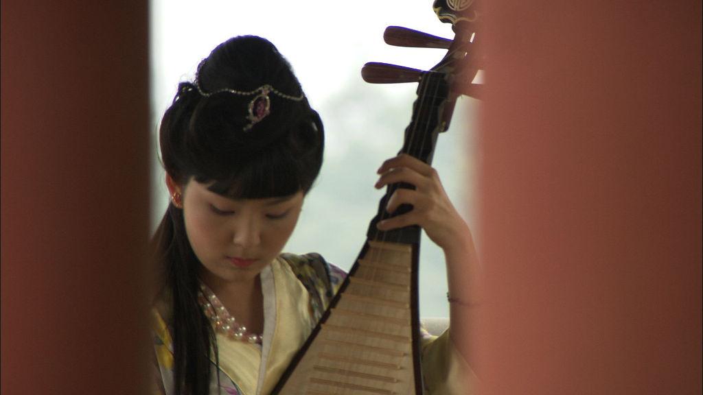 昭君在彈奏琵琶